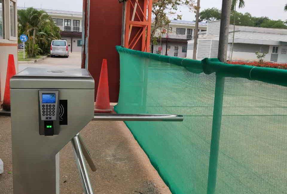 Lắp đặt cổng xoay ba càng tại Bắc Ninh