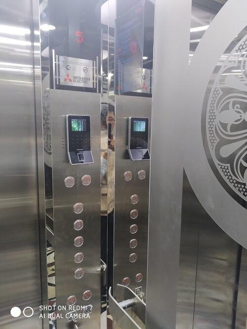 Đầu đọc thẻ thang máy